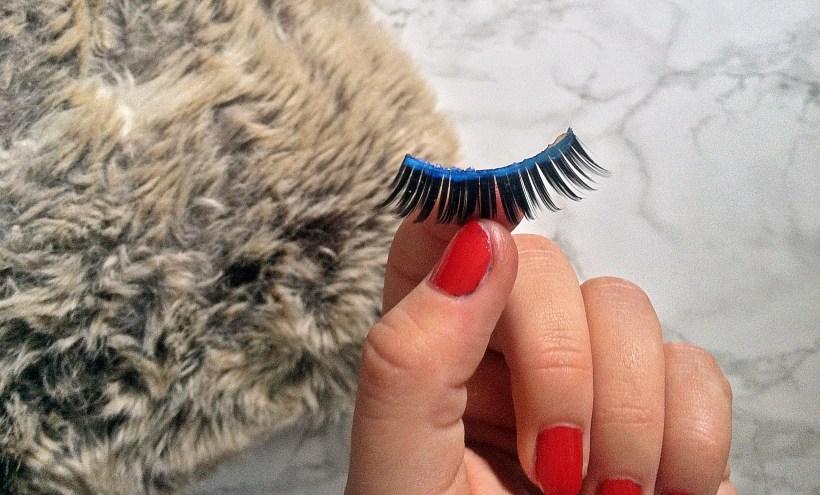 Threads False Eyelashes apply glue closeup www.wingitwithjade.com