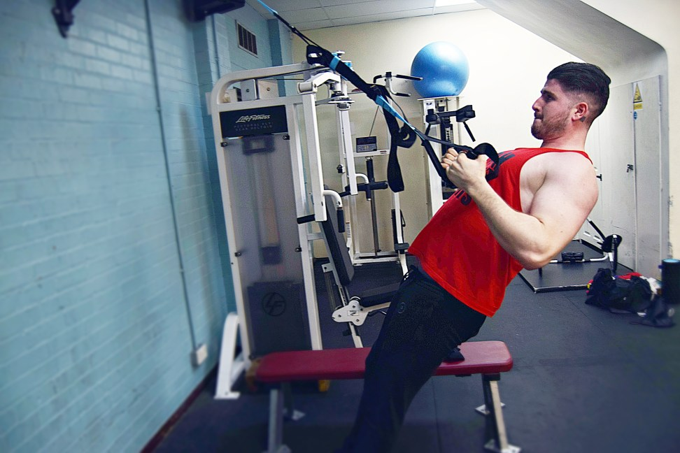 Full Body Workout with Aero sports suspension trainer at the gym www.wingitwithjade