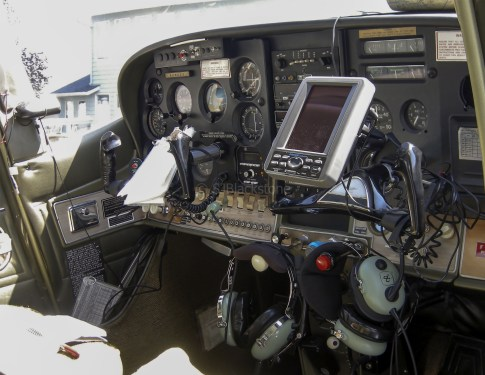 Cockpit of Cessna 182 N2625R