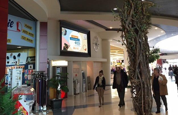 écran intérieur centre commercial