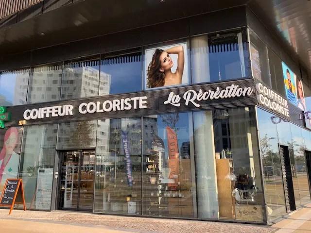 écran vitrine salon de coiffure