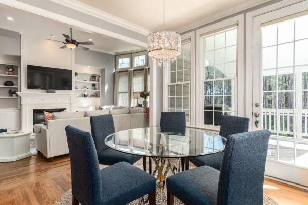 Timeless decorating _Classic dining room and kitchen