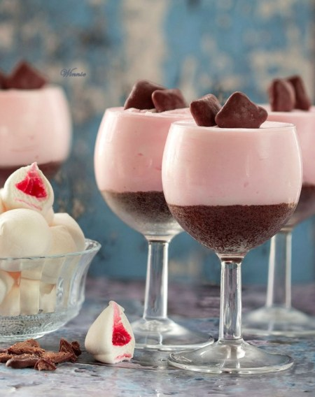 No-bake CheeseCake with White Chocolate & Strawberry Marshmallow