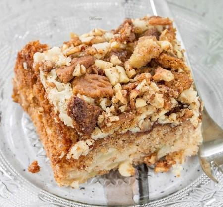 Praline Crunch Apple Cake