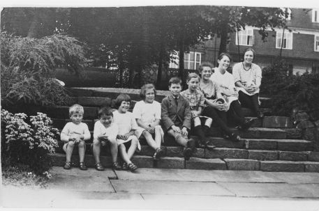 The Wheelock children, c.1923, Lower Lawn steps, Winterbourne House and Garden, Digging for Dirt