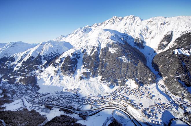 St. Anton am Arlberg vanuit de lucht