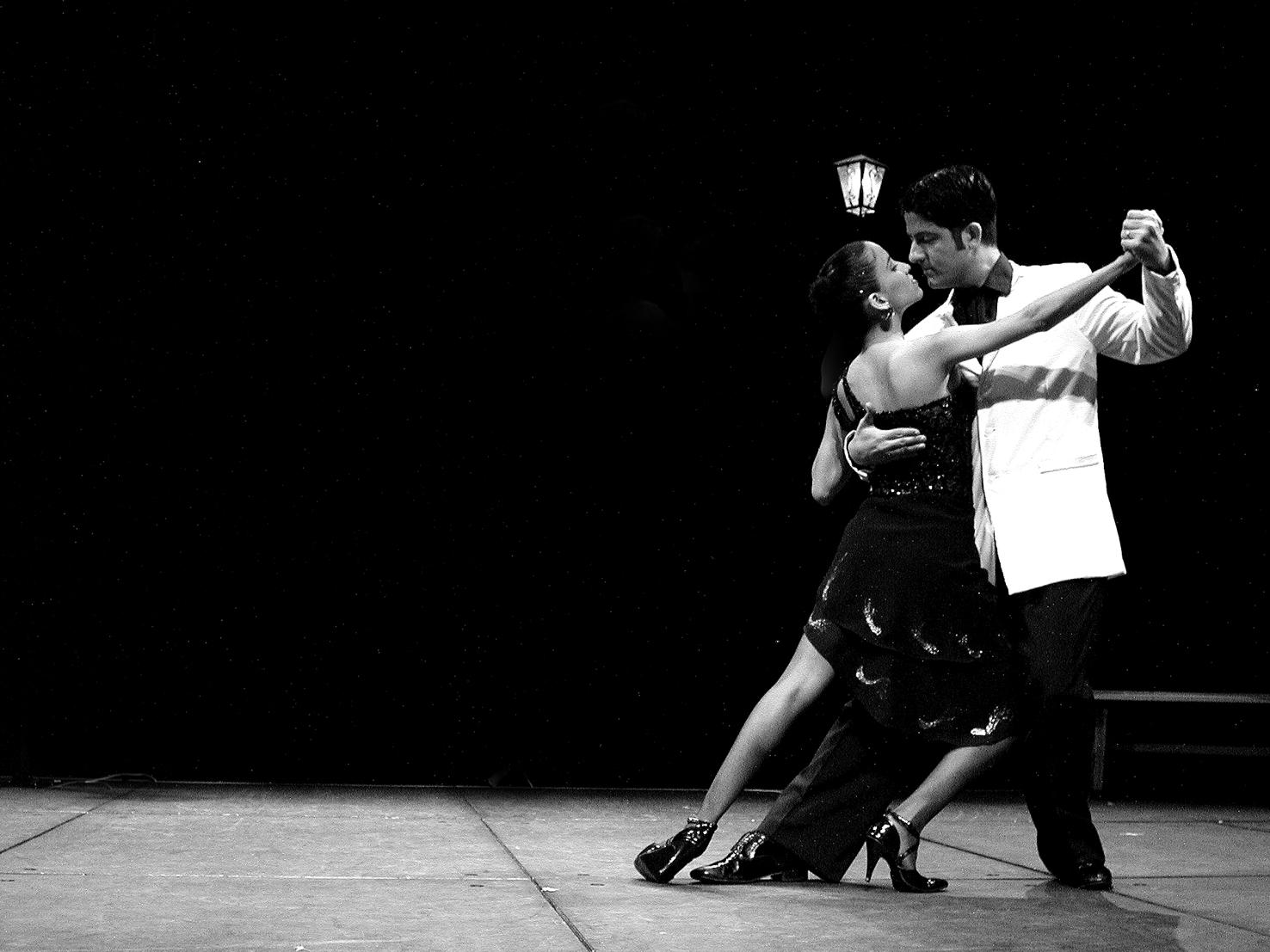 Il tango: arte che unisce danza, musica, poesia, amore e passione tra due persone