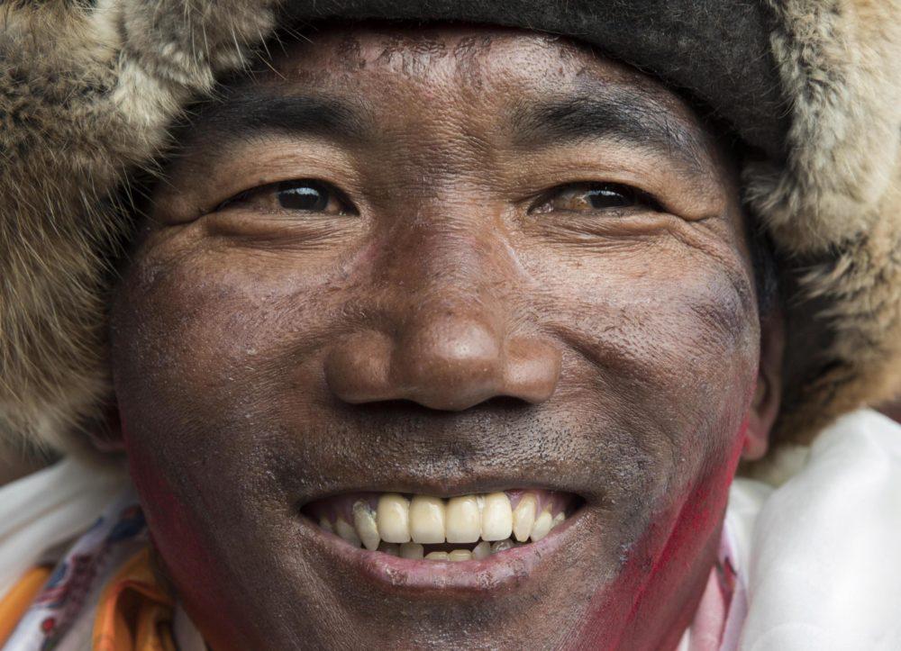 Sherpa scala per la ventitreesima volta l'Everest
