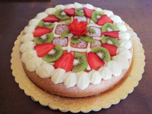 Frutta fresca e cioccolato bianco.. un Pan di Spagna estivo