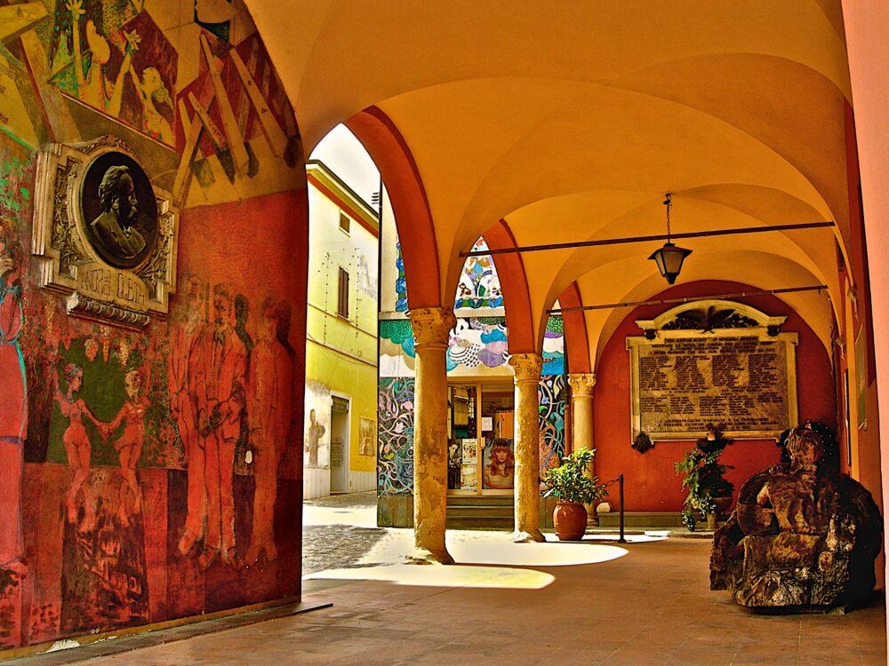 """""""Le città dei murales"""":  Dozza e la Biennale del muro dipinto"""