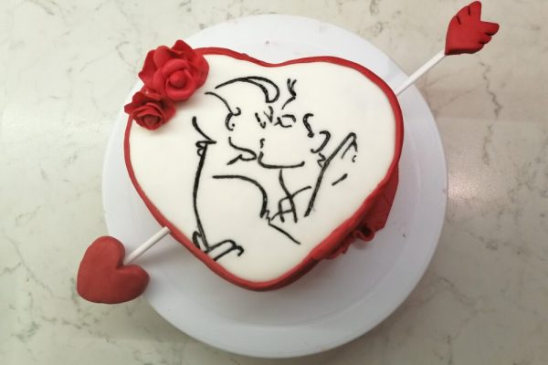 Il dessert per San Valentino? Torta al cacao e decorazioni in pasta di zucchero