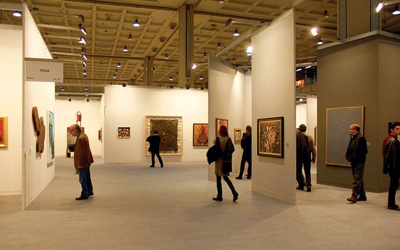 importance of lighting in art galleries