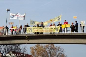 Aktionstag Brücken schmücken gegen Fluglärm. (Bild: Initiative gegen Fluglärm in Rheinhessen e.V.)