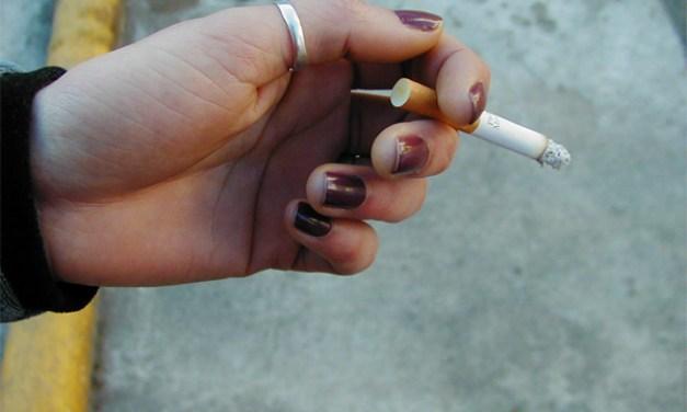 Mainz: Frau drückt ihre Zigarette im Gesicht eines Mädchens aus