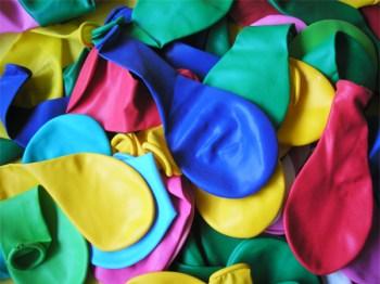 Luftballons dienen auch als Wasserbombe. (Symbolbild: stock/xchng / Thais Mor)