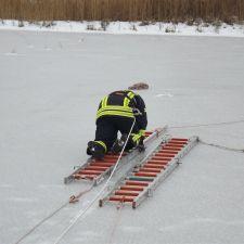 Gemeinschaftsübung Eisrettung der DLRG Nieder-Olm/Wörrstadt, DRK und Feuerwehr 5