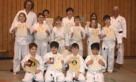Karate: 23 stolze Prüflinge
