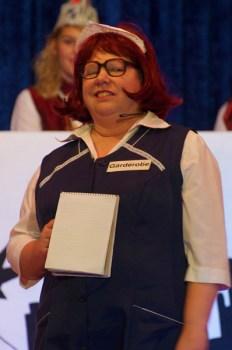 Garderobenfrau Martina Enders hatte gut grinsen, bei dem was sie in fremden Jacken und Mänteln fand.