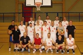 Das Team der Nieder-Olmer Herren-4 spendet an den Brotkorb