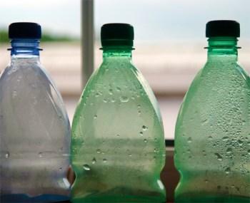 Diebe klauen in Nierstein Plastik-Pfandflaschen.