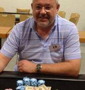 Achim Cöster, Sieger des letzten Turniers mit Spielgeldstapeln , © Bildquelle:  rfs-poker