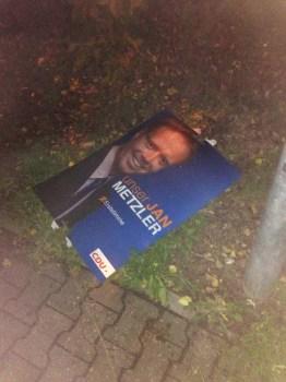 Zerstörtes CDU-Plakat.