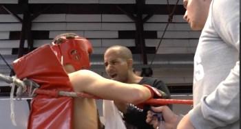 Trainer Alexander Dibaba gibt seinem Schützling Tipps.