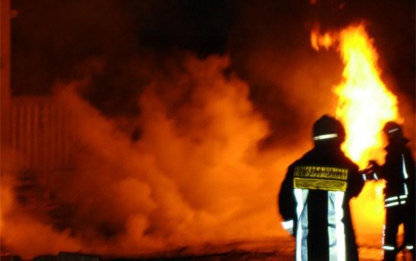LKW gerät auf der A61 in Brand
