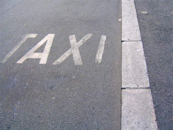 Taxifahrer bekommen Prügel statt Geld. (Symboldbild: stock:xchng)
