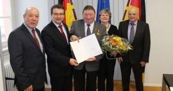 Karl-Heinz Adam erhält Ehrenmedaille