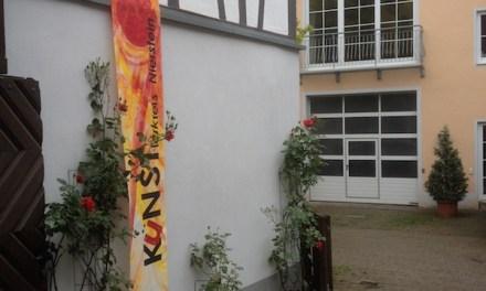 Sieben unter einem Dach – Niersteiner Künstlerkreis stellt im Weingut J. u. H. Strub aus