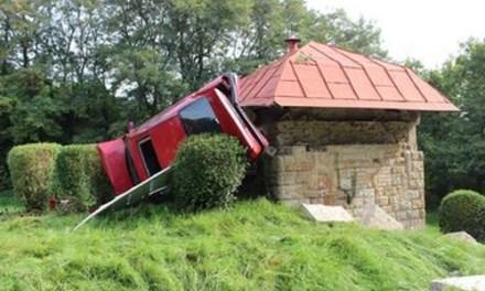 Spektakulärer Crash endet mit einer Landung im Wasserspeicher