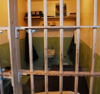 Mann will unbedingt ins Gefängnis