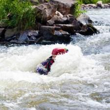 Hängt der Retter im eingeklemmten Sei, wird er schnell unter Wasser gezogen (Bild: Andreas Fuhr)