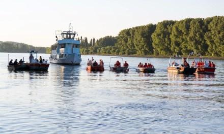 Feuerwehren und DLRG erproben Suchkonzept auf dem Rhein