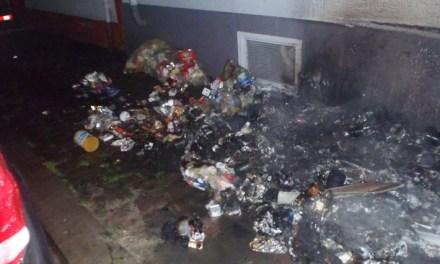 Müllsäcke brennen in Worms
