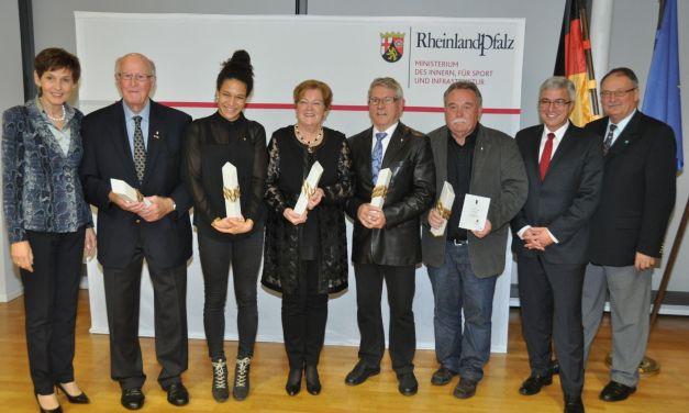 Lewentz ehrt auch einen Rheinhessen mit dem Sport-Obelisken