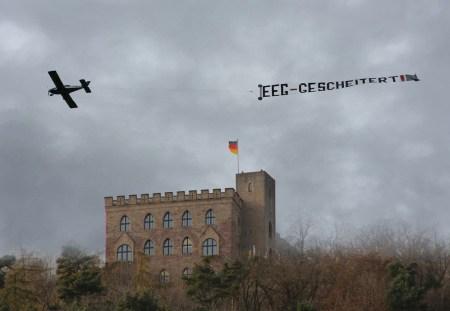 a 1 Der Veranstaltungshinweis am Hambacher Schloss