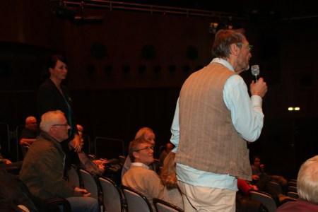 a 11 Frau Hegele-Raih leitete die Diskussionsrunde souverän aus dem Hintergrund