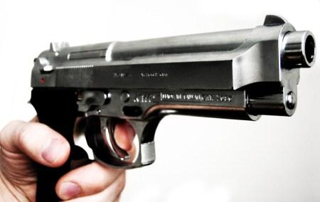 Polizei stellt Waffe sicher. (Symbolbild: stock:xchng)