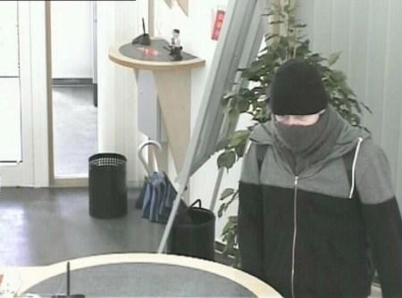 Eine Überwachungskamera schoss dieses Bild vom Täter. (Bild: Polizei mainz)