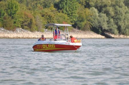 DLRG, Feuerwerh und Polizei suchen Vermissten im Rhein bei Mainz. (Symbolbild)