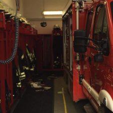 Es entstanden auch Schäden im Gebäude. (Bild FFW Dienheim)