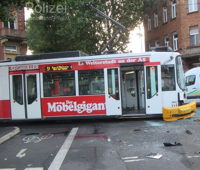 Bus kollidierte mit Straßenbahn in Mainz – Drei Verletzte