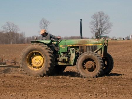 Der Traktor flüchtete nach dem Unfall. (Symbolbild: stock:xchng)