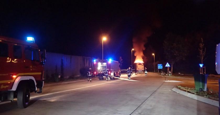 LKW geht auf der A61 in Flammen auf