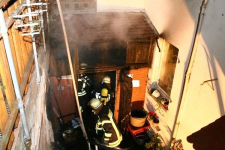 Feuerwehr-Einsatz in Mainz Weisenau bei Gebäudebrand. (Bild: Feuerwehr Mainz)