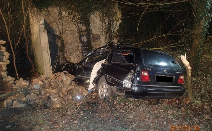 Todesopfer bei Verkehrsunfall auf der L409 bei Wendelsheim