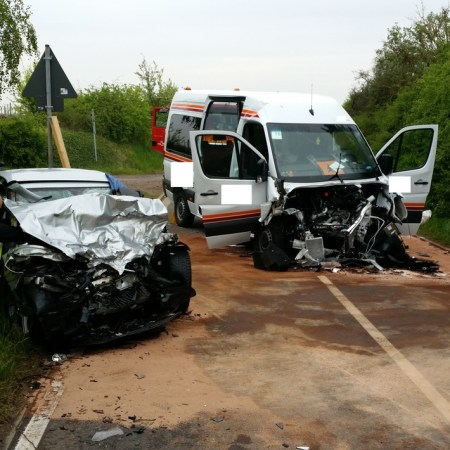 Die beiden Unfallfahrzeuge. (Bild: Polizei Worms)