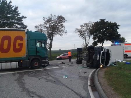 Die Unfallstelle an der Einmündung L437 / B9 (Foto: Polizei Worms)